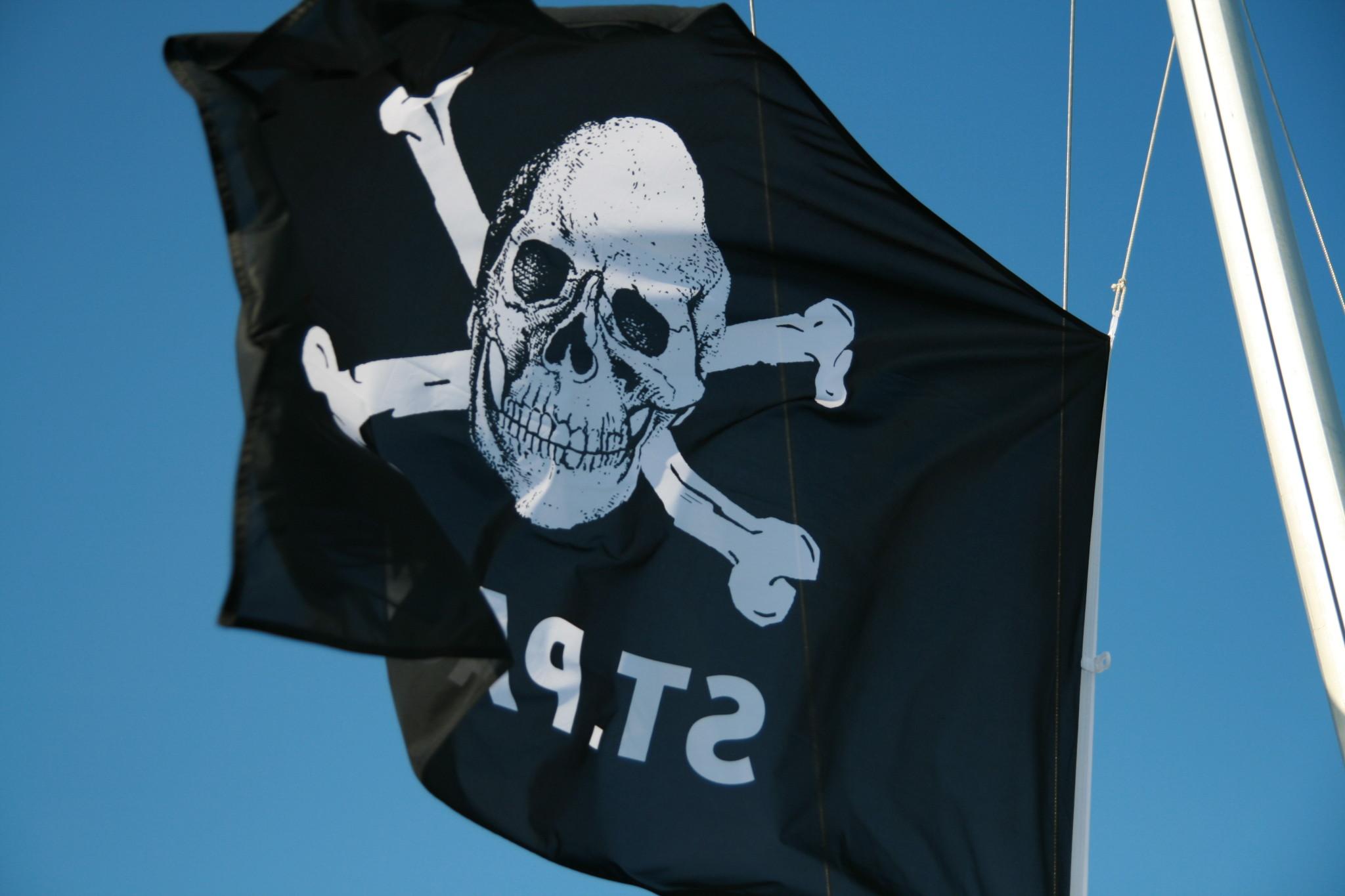 Jolly Roger Hissflagge