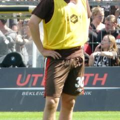 """""""Dennis Daube (FC St.Pauli)"""" von Northside. Lizenziert unter CC BY-SA 3.0 über Wikimedia Commons - http://commons.wikimedia.org/wiki/File:Dennis_Daube_(FC_St.Pauli).jpg#/media/File:Dennis_Daube_(FC_St.Pauli).jpg"""