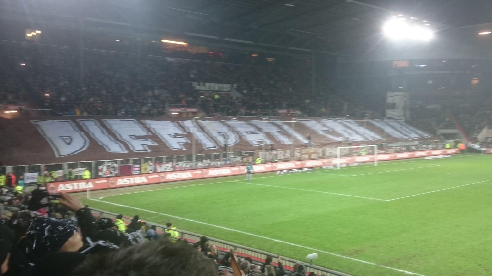 "Choreo USP St. Pauli: ""Diffidati con noi"""
