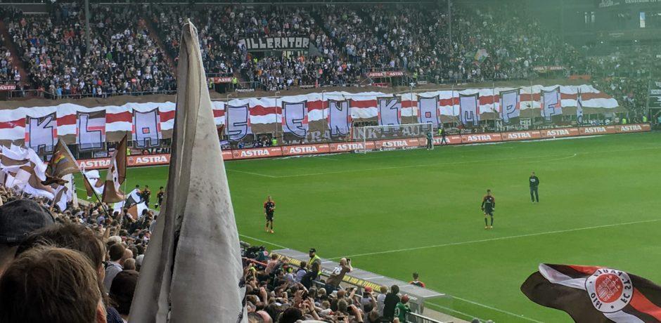 """Abstiegskampf beim FC St. Pauli """"Klassenkampf"""" Choreo"""